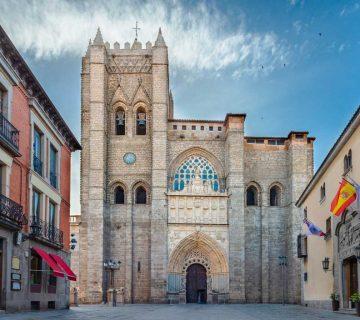 Exterior de la catedral de Ávila, primera del Gotico temprano